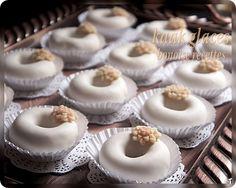 Bonjour, je partage avec vous la recette des k3ik3ates , un gateau algerien au glaçage, il sont bien fondants et très délicieux.Pour d'autres recettes voir ma catégorie de gateau algerien. Ingrédients pour la pâte 3 mesures de farine 1 mesure de beurre...