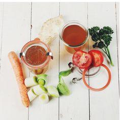 Selbstgemachte Gemüsebrühe, Einmachglas, Gemüsefond.