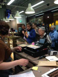 Helmikuun naisten illassa riitti vilskettä! Seuraava naisten ilta järjestetään 26.5. myymälässämme. Ilmoittaudu mukaan! https://www.facebook.com/events/659157717464971/?fref=ts #frookynanherkku #naistenilta