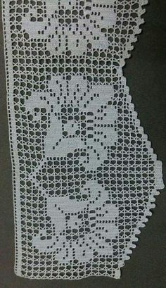 This Pin was discovered by naz Crochet Boarders, Crochet Lace Edging, Unique Crochet, Love Crochet, Thread Crochet, Crochet Hooks, Crochet Patterns, Crochet Dollies, Filet Crochet Charts