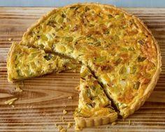 Rezept für Quiche Lorraine bei Essen und Trinken. Ein Rezept für 12 Personen. Und weitere Rezepte in den Kategorien Eier, Gemüse, Getreide, Gewürze, Käseprodukte, Milch + Milchprodukte, Schwein, Hauptspeise, Pikante Kuchen / Pizza, Backen, Braten, Einfach, Gut vorzubereiten, Klassiker.