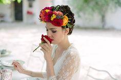Vos cherchez une idée de thème coloré ? Découvrez notre shooting de mariage sur le thème mexicain dia de los muertos, vous allez adorer !