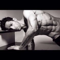 Pin for Later: The Hottest Male Personal Trainers to Follow on Instagram Noah Neiman Noah Neiman is a master trainer at Barry's Bootcamp in NYC, and he's always sharing motivating workout videos with his 10K-plus followers.