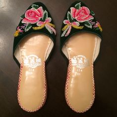 Asian Beaded Slippers - BNWOT Fits 5 - 5.5 Shoe Size Shoes Slippers