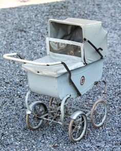 . Pram Stroller, Baby Strollers, Prams And Pushchairs, Dolls Prams, Baby Prams, Antique Toys, Vintage Dolls, Childhood Memories, Little Girls