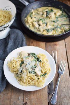 Pasta mit Spinat-Haehnchen-Parmesan-Sauce - Chicken Parmesan Spinach Pasta | Das Knusperstübchen