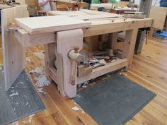 Chris Schwarz looks at the many different styles of workbench at Kelly Mehler's School of Woodworking, where he is building the Anarchist's Tool Chest.