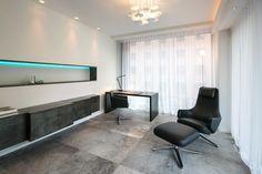 Büro: Zinn-Sideboard, beleuchtet Nische mit Zinn, Grand Repos - Crownhill-Interieur