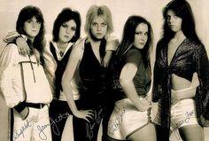 The Runaways - Lita Ford, Sandy West, Jackie Fox, Joan Jett and Cherie Currie Lita Ford, Joan Jett, Pop Punk, Rock And Roll, Sandy West, Estilo Punk Rock, Cherie Currie, Rock Poster, Women Of Rock