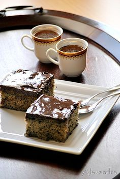 """This cake is called """"anthill cake"""" because when you slice it, it looks like there are a thousand ants inside it! (in Greek) Chocolate Sweets, Love Chocolate, Greek Recipes, My Recipes, Inside Cake, Delicious Desserts, Yummy Food, Greek Sweets, Let Them Eat Cake"""
