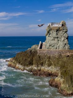 Cliff Diver on the Rocks Mazatlan, Mexico | VeoElMundo