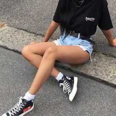 Ready for spring but need trendy shoes that won't hurt your feet? Here are 5 trendy shoes that are actually comfortable. Chucks Outfit, High Top Converse Outfits, 70s Outfits, Tomboy Outfits, Cute Casual Outfits, All Black Converse Outfit, Converse High Black, Outfits Damen, White Vans