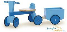 Triciclo de madera color azul, 4 ruedas combinación madera y goma. Con remolque.