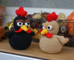 black chicken & golden chicken-link to free pattern on the page
