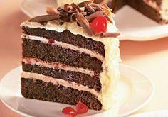 Sobremesa clássica, o bolo Floresta Negra é irresitível e fácil de fazer. Confira!
