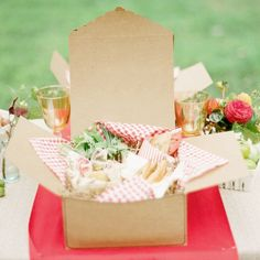 Every once in a while, you may want to go beyond your ordinary picnic. You want to pack a gorgeous picnic -- the kind you see in magazine spreads. Picnic Box, Picnic Theme, Summer Picnic, Picnic Ideas, Picnic Baskets, Picnic Parties, Beach Picnic, Tea Parties, Summer Parties