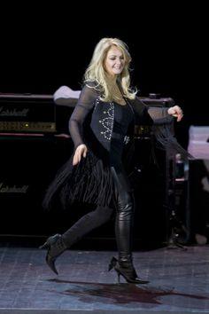 Bonnie Tyler #bonnietyler #gaynorsullivan #gaynorhopkins #thequeenbonnietyler #therockingqueen #rockingqueen #2012 #concert #rock #music