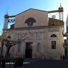 Santa Maria de Roses, discreta, ens recorda esdeveniments d la nostra història. #VisitRoses #aRoses #inCostaBrava #catalunyaexperience