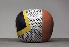 Juin Kaneko (金子 Kaneko juin ? , né en 1942) est un artiste céramiste japonais vivant à Omaha, Nebraska , aux États-Unis. Ses œuvres en argile explorer les effets de la répétition des motifs de surface abstraites.