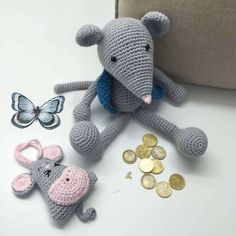Perez Mouse pattern Amigurumi crochet free, Cotton yarn (cotton nature 3,5 from LM spinning) grey and blue (chaleco) and pink (nose).
