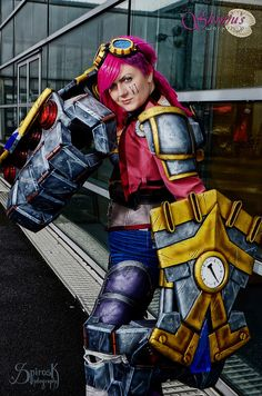 Vi (League of Legends) at the Japan Expo 2014