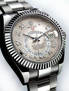 Rolex is proud to announce its latest collection of timeless watches. Discover the innovative features and iconic aesthetics of the new Rolex 2019 watches. Army Watches, Fine Watches, Cool Watches, Rolex Watches, Watches For Men, Stylish Watches, Patek Philippe, Dream Watches, Luxury Watches