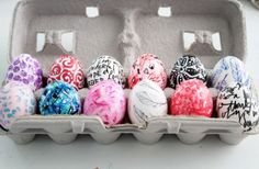 It's Easter time soon! Try one of these creative easter egg decorating ideas from HomeLovr. Egg Crafts, Easter Crafts, Holiday Crafts, Holiday Fun, Easter Egg Dye, Coloring Easter Eggs, Hoppy Easter, Egg Coloring, Crochet Leaves