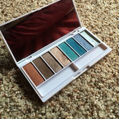 Kat Von D ANGELES eyeshadow palette Never used Kat Von D palette!! One color is cream (last color on the right) Very pretty Kat Von D Makeup Eyeshadow