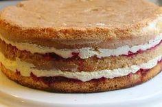 Diplomaattikreemin ohje: 1 dl Sallisen vaniljakreemijauhetta 3dl kylmää vettä ( Milletin vaniljakreemijauheesta suhteella: 1dl jauhetta... Finnish Recipes, Pastry Cake, Cake Tutorial, Dessert Recipes, Desserts, Cream Cake, Dairy Free Recipes, Yummy Cakes, No Bake Cake