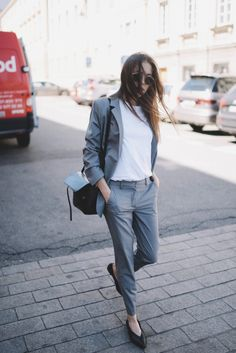 Street Style: Grey Suit - Jestem Kasia Blog- misstic-automatic-hair-curler-2-in-1. It's like becoming a professional stylist overnight.