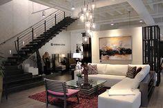 Todos los muebles en las obras de Adriana Hoyos son de fabricación ecuatoriana.