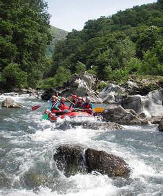 Rafting sur la Nive Bidarray Pays Basque Pyrénées Atlantiques France by www.pyrenees-basques.com, via Flickr Rafting, France Europe, France Travel, Trekking, All Over The World, Around The Worlds, Southern France, Biarritz, Kayaking