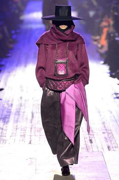 https://www.vogue.com/fashion-shows/fall-2018-ready-to-wear/marc-jacobs/slideshow/collection