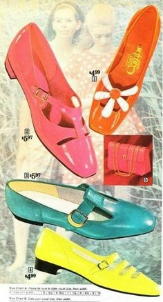 1968 Colorful PVC Shoes were cheaper because new inventions in types of plastic and vinyl made making shoes inexpensive to mass produce. Baby pink, lime green, deep purple, mustard yellow, and sky blue to name a few. Sixties Fashion, Mod Fashion, Fashion Shoes, Fashion Accessories, Vintage Fashion, Victorian Fashion, Couture Fashion, Street Fashion, Mode Vintage