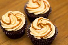 Salted Caramel Cupcake Recipe - Sunday Baking Hummingbird Bakery, Low Sugar Diet, Salted Caramel Frosting, How To Make Caramel, Chocolate Sponge, Delicious Chocolate, Cupcake Recipes, Sunday