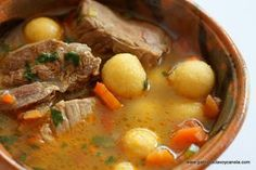 This is a Paraguayan Soup recipe. This sounds easy and yummy with corn meal and cheese dumplings. Paraguayan Recipe, Argentina Food, Argentina Recipes, Paraguay Food, Soup Recipes, Healthy Recipes, Latin American Food, Dumplings For Soup, Comida Latina