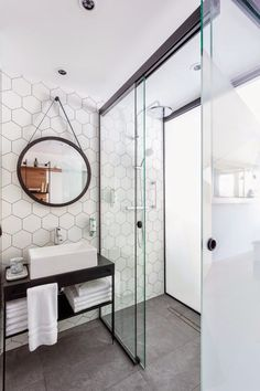 ¿Tienes ganas de cambiar tu cuarto de baño? Te mostramos inspiración e ideas para poner un plato de ducha.