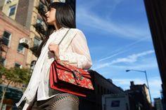 Gucci Dyonisus Arabesque bag, Laura Comolli streetstyle NYFW day 3 - Jeans metallizzati: come sceglierli e indossarli