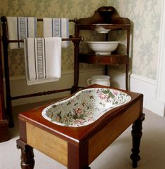 The Corner Dressing Room at Berrington Hall showing a Spode bidet set in a wooden table frame, with a towel rack and washstand nearby Victorian Life, Victorian Houses, Table Frame, Manor Houses, Toilets, Wooden Tables, Dressing Room, Keep It Cleaner, Bathroom Ideas