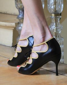 Designer creates shoes with removable heels - @thebetpa