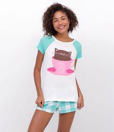 Pijama feminino Manga curta Com estampa Marca: Lov Tecido: Meia Malha Composição: 100% Algodão Modelo veste tamanho: P Medidas do modelo: Altura: 1.75 Busto: 80 Cintura: 59 Quadril: 89 COLEÇÃO VERÃO 2017 Veja mais opções de pijamas femininos .