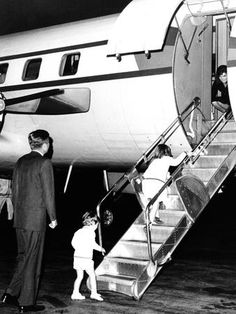 October 17, 1963: Jackie returns from her vacation in Greece and Morocco, at New York airport.