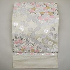White, silk fukuro obi / 初々しい色使いの柄を施したお若い方向きの袋帯 #Kimono #Japan http://global.rakuten.com/en/store/aiyama/