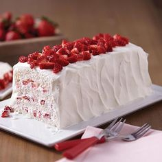 Strawberries are a summertime staple, and what better way to eat them than in a Strawberry Shortcake! Layer fresh strawberries, angel food cake, and whipped cream for a sweet, but light dessert to enjoy this summer! Strawberry Shortcake Recipes, Strawberry Desserts, Köstliche Desserts, Delicious Desserts, Dessert Recipes, Fruit Recipes, Summer Recipes, Angel Cake, Angel Food Cake