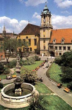 Hlavne namestie, Bratislava Bratislava, Old City, Homeland, Old Photos, Mansions, House Styles, Places, Photography, Retro