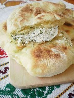 Traditional ricotta cheese, onion and dill pie. My favourite of all pies! Healthy Dinner Recipes, Dessert Recipes, Cooking Recipes, Food Wishes, Good Food, Yummy Food, Romanian Food, Vegan Meal Prep, Pastry And Bakery