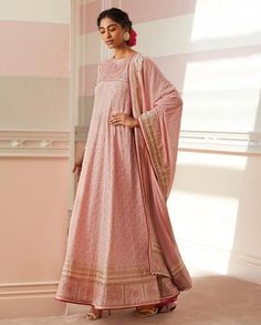 Tarun Tahiliani's Spring Summer Collection Is Perfect For Weddings Latest Saree Blouse, Latest Sarees, Saree Blouse Designs, Raw Silk Lehenga, Summer Wedding Outfits, Tarun Tahiliani, Indian Designer Wear, Bridal Looks, Summer Collection