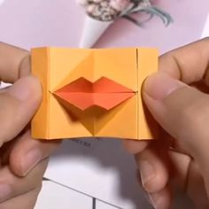 Making lips out of paper craft videos Paper Crafts 💓😽 Diy Crafts Hacks, Diy Crafts For Gifts, Diy Home Crafts, Diy Arts And Crafts, Crafts To Make, Paper Craft Making, Paper Crafts Origami, Paper Crafts For Kids, Diy Paper