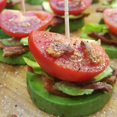 AMAZING + SO SIMPLE! These BLT Avocado bites came together super fast in our kitchen tonight while Jason was outside grilling some chicken with the boys. We had a BBQ for 8 people.okay so just our (little) family of eight.these lil'. Healthy Food Choices, Healthy Snacks, Healthy Eating, Healthy Menu, Healthy Habits, Healthy Cooking, Healthy Recipes, Blt Bites, Clean Eating Plans