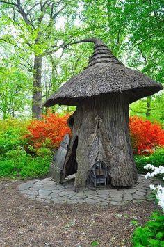 Stump Art - Winterthur's Enchanted Woods, Delaware, USA - I want to do this if I ever have a tree stump left in my yard. Magic Garden, Garden Art, Garden Ideas, Fairies Garden, Fairy Houses, Play Houses, Unique Garden, The Secret Garden, Enchanted Wood